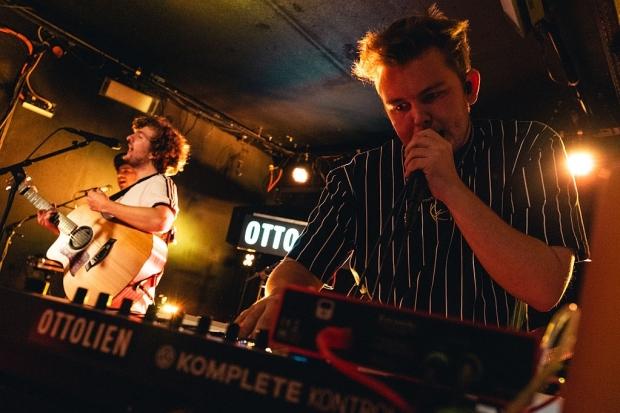 Rappen und an Keyboard-Sounds und Beats schrauben: Jonas Ottolien (Bild 6)