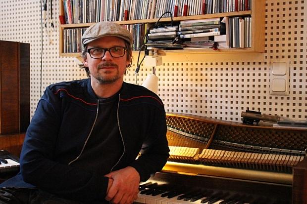 2017 vielfältig beschäftigt war Christian Decker. Der Fury-Bassist der auch als Produzent tätig ist, wird Intendant des Schauspielhauses in Hannover. Wir trafen ihn zum Interview. Foto (c) Sabrina Kleinertz (Bild 4)
