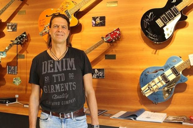 Von göldo music in Hannover gehen die Duesenberg-Gitarren in alle Welt. Wir trafen Mitinhaber und Geschäftsführer Ingo Renner zum Interview. Foto (c) Sabrina Kleinertz (Bild 4)