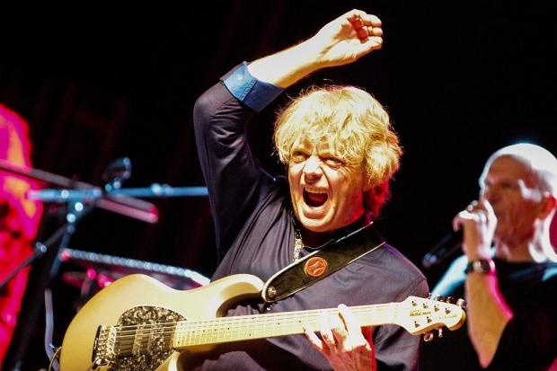 Virtuos wie eh und je: SAGA-Gitarrist Ian Chrichton (Bild 3)
