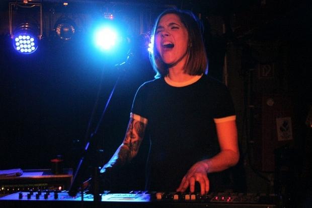 Eröffnete die Show als Support, später dann am Keyboard für den Hauptact: Kayleigh Goldsworthy. (Bild 3)
