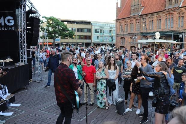 Nah dran am Publikum: Long Way Home an der Marktkirche (Bild 6)
