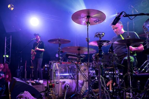 Die Berliner Indie-Pop-Rock-Band PARKA sorgte für einen gemütlichen, stimmungsvollen Einstieg in den Abend. (Bild 4)