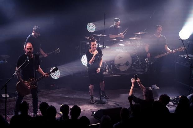 Nach ihrem Akustik-Konzert 2018 kamen Die Happy in diesem Jahr zu einer vollverstärken Rockshow nach Hannover (Bild 2)