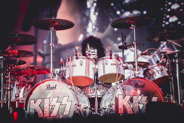 Bei KISS der Meister am Schlagzeug: Eric Singer (Bild 3)