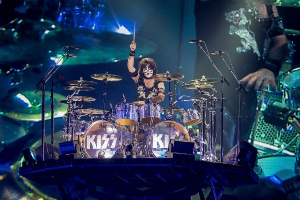 Bei KISS am Schlagzeug: Eric Singer (Bild 4)