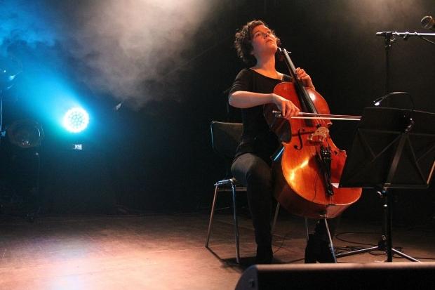 Unterstreicht das Gefühl: Cellistin Isabelle Klemt. (Bild 4)