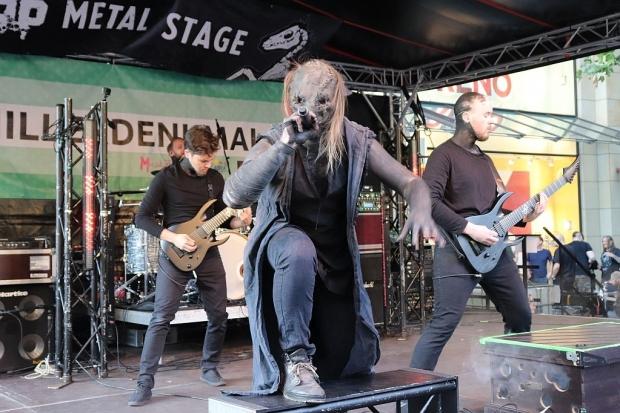 """Tragedy Of Mine auf der """"30666-Metal-Stage"""" am Schillerdenkmal (Bild 2)"""