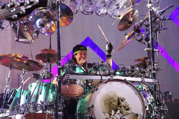 Mit imposantem Set: Dream-Theater-Drummer Mike Mangini (Bild 3)