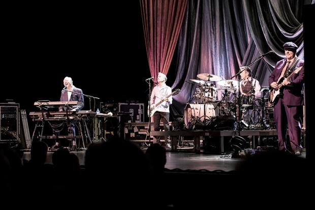 Eine musikalische exzellente Harmonie: Joe Jackson und seine Band im Theater am Aegi (Bild 3)