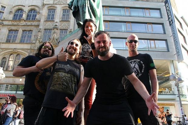 Mischten die international besetzte UNESCO City Of MUSIC Bühne auf der Fête de la Musique im Juni mit einem kraftvollen Metalkonzert auf: Critical Mess aus Hannover. Foto (c) Lisa Eimermacher (Bild 5)