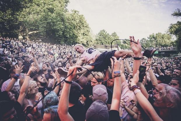 ZSK-Sänger Joshi liebt auf dem Fährmannsfest den Publikumskontakt (Bild 3)