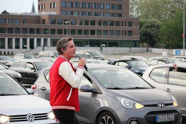 Am Sonntag spielte Terry Hoax vor 270 Autos auf dem Schützenplatz. (Bild 6)