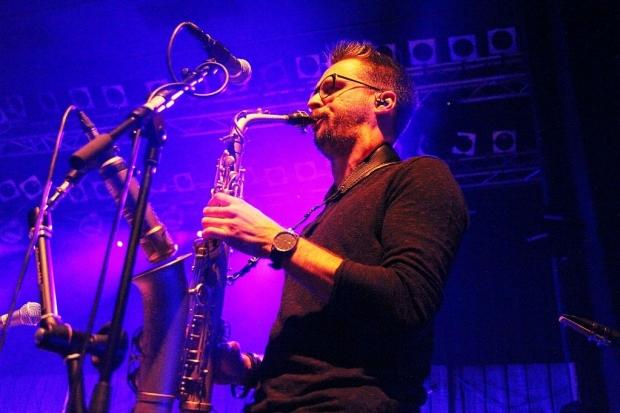 Zeit für ein Solo: Saxophonist und Keyboarder Antonio Lucaciu. (Bild 4)