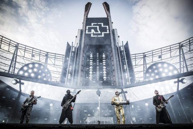 Große Kulisse für Rammstein beim Stadionkonzert im Juli in Hannover. Foto (c) Jeff Kahra (Bild 3)