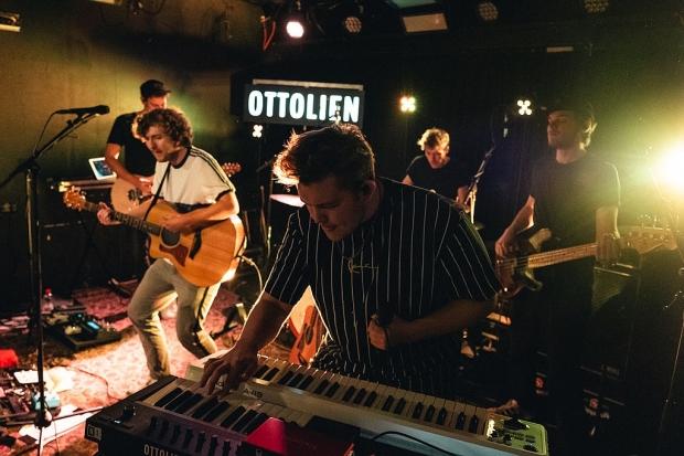 Ottolien bei ihrer ausverkauften Show im LUX Hannover. (Bild 2)