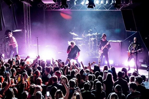 Counterfeit. feierten Halloween mit 350 Fans im MusikZentrum Hannover. (Bild 2)
