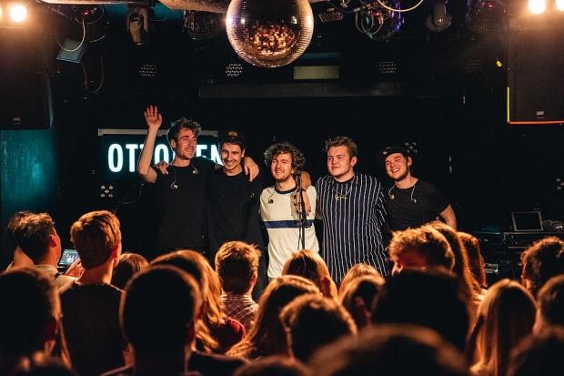Die hannoversche Singer-/Songwriter-Pop-Rap-Band Ottolien sorgte u.a. im November mit einem ausverkauften Konzert im LUX für Aufmerksamkeit. Foto(c) Niklas Wittig (Bild 3)