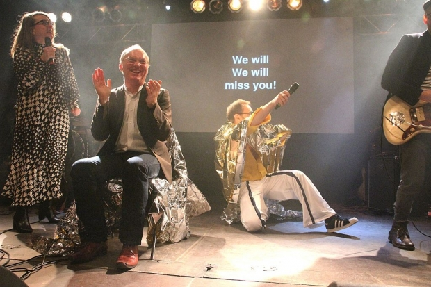 """Partystimmung im MusikZentrum: Das Publikum singt """"We Will Miss You"""". (Bild 4)"""