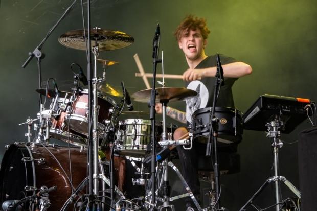 Beindruckend am Schlagzeug bei Martiste: Simon Schröder (Bild 5)