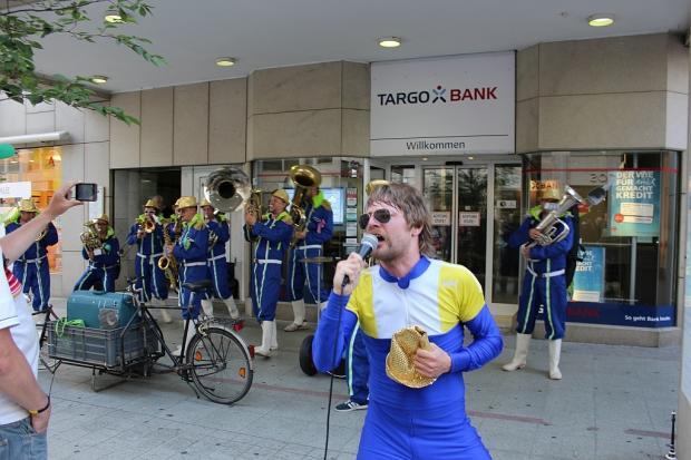 Bei der Fête de la Musique am 21.Juni musizierten in Hannovers Innenstadt auch eher ungewöhnliche Formationen an für Live-Musik eher ungewöhnlichen Orten. (Foto: T.Lehmann) (Bild 4)